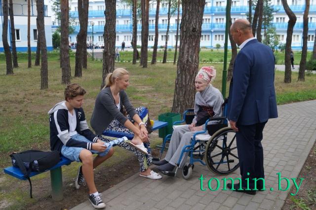 Пансионат для пожилых в бресте охранник частного дома в москве вахтой