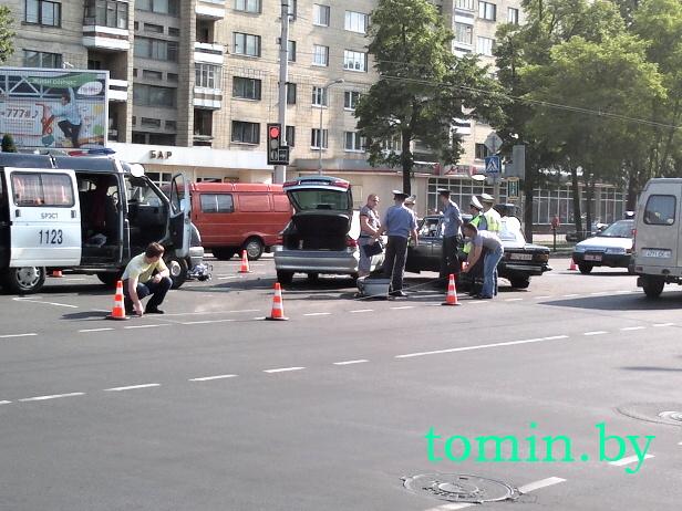 Два человека пострадали при столкновении автомобиля медпомощи и «Рено» в Бресте