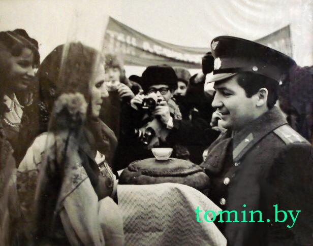 Петр Климук после полета в космос на малой родине - фото