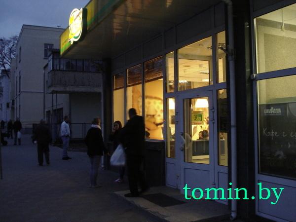 Возле магазина «Лакомка» в Бресте ножом ранили парня (фото)