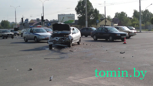 ДТП у Гребного канала - столкнулись два автомобиля