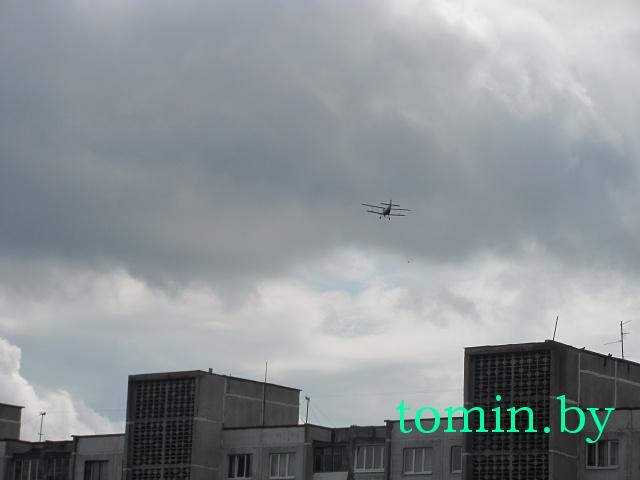 Самолет с «торпедой» на канате будет летать над Брестом более месяца (фото)