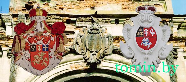 На гербе Сапегаў у Ружанскім палацы берасьцейскія рэстаўратары зьмясьцілі герб… Летувіскай рэспублікі.