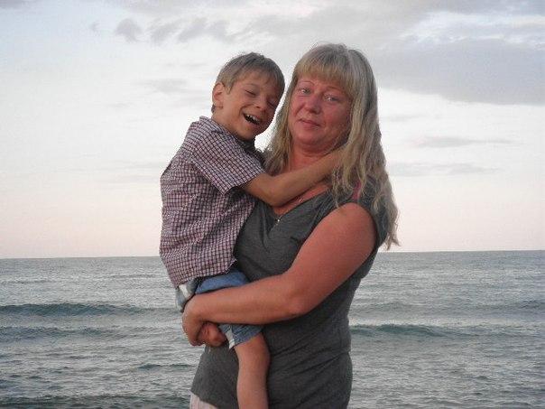 Ваня Дубогрий с приемной мамой Аленой - фото