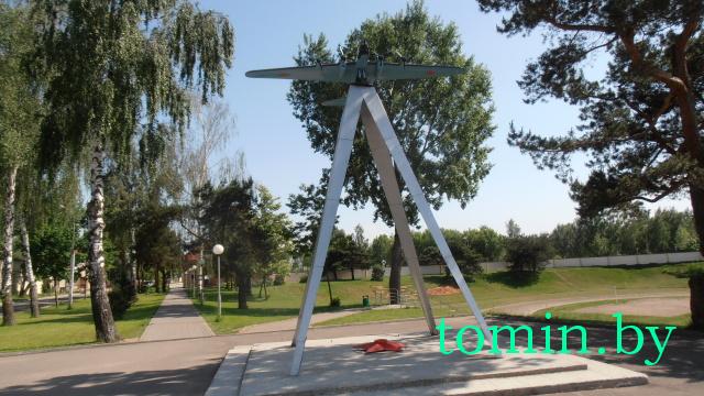 «Пропавший» в Барановичах Пе-8 вернулся на постамент - фото