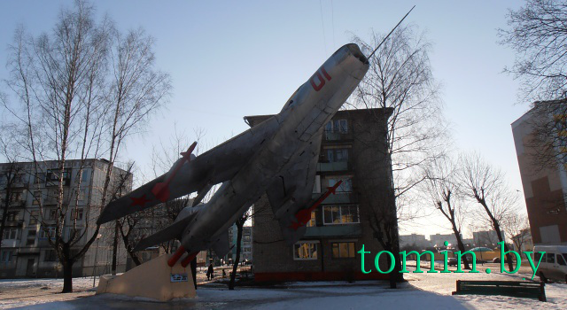 Барановичи. Самолет-памятник воинам-авиатарам МиГ-19П - фото