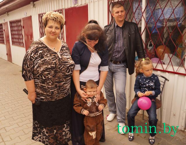 30 августа 2014 г. Артем Колесников с родителями и Мариной Житеневой. Фото Тамары ТИБОРОВСКОЙ