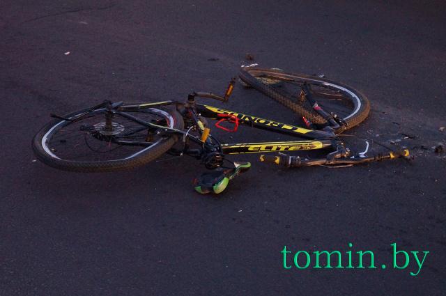 В Бресте МАЗ сбил мальчика-велосипедиста на пешеходном переходе. Ребенок умер в скорой. Фото Тамары ТИБОРОВСКОЙ