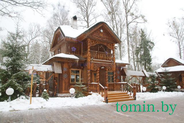 Резиденция Белорусского Деда Мороза и Снегурочки - фото