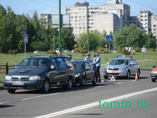 В Бресте на Орловской «Пежо» врезался в КИА. Фото Тамары ТИБОРОВСКОЙ