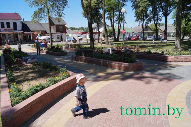 В Высоком, самом западном городе Беларуси и СНГ, в День Независимости открыли после реконструкции городской сквер. Фото Тамары ТИБОРОВСКОЙ