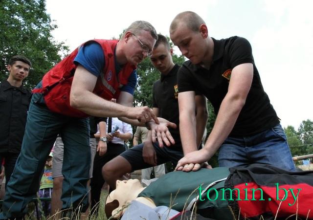 Александр Чекалов проводит мастер-класс на озере Медно в Брестском районе - фото