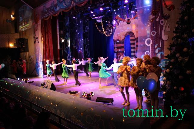 """Акция «Наши дети» в Бресте: театрализованное сказочное представление """"Новый год и перо Жар-птицы"""" - фото"""