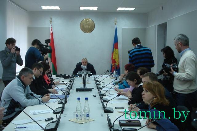 Пресс-конференция Александра Морозова по изменившимся с 2016 года тарифам и новым услугам ЖКХ. Фото Тамары ТИБОРОВСКОЙ.