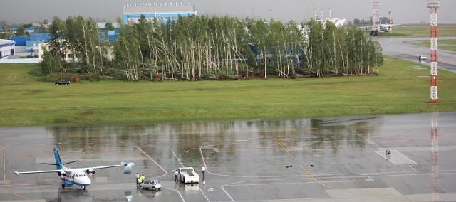 В Национальном аэропорту Минск из-за непогоды повреждены 8 самолетов – фото