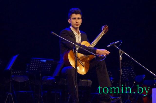 Гитарист Ярослав Макарич. Фото Тамары ТИБОРОВСКОЙ