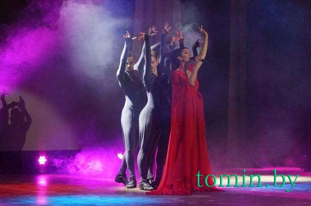 """Искуи Абалян и шоу-балет """"Прайд"""". Фото Тамары ТИБОРОВСКОЙ"""