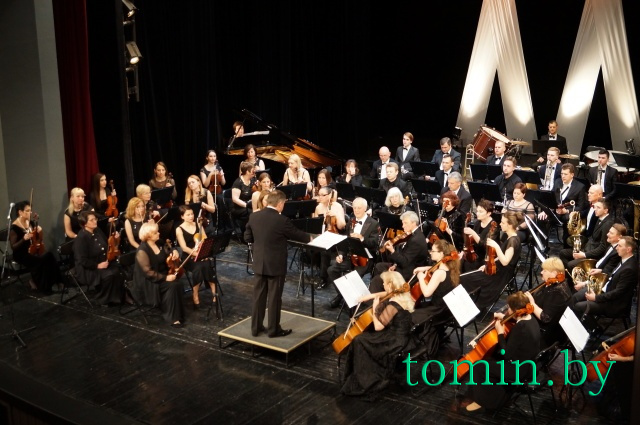 Симфонический оркестр Брестского драмтеатра. Фото Тамары ТИБОРОВСКОЙ
