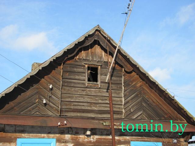 Деревня Рожковка, Каменецкий район. Фронтон дома - фото