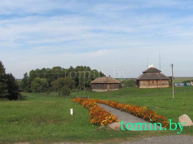 Усадьба Тадеуша Костюшко. Вид со стороны Коссовского замка - фото