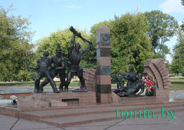Памятник Героям границы, женщинам и детям, мужеством своим в бессмертие шагнувшим - фото Тамары ТИБОРОВСКОЙ